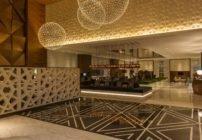 فندق شيراتون جراند، دبي: ميزايا الموقع والفخامة