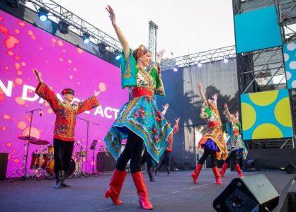 عروض استعراضية في مهرجان دبي للتسوق في عيده الـ25